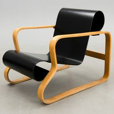"""ALVAR AALTO Nr. 41, """"Paimio"""". Mcm Furniture, Selling Furniture, Furniture Design, Alvar Aalto, Take A Seat, Cool Chairs, Chair Design, Eames, Cool Things To Buy"""