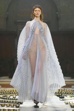 Iris Van Herpen Couture Fall Winter 2016 Paris - NOWFASHION
