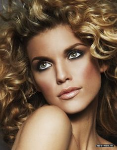 Annalynne McCord can rock the blonde fro