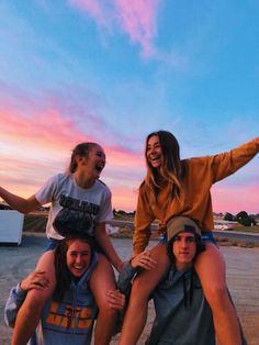 Recreate photos with my best friends - Bff Pictures Photos Bff, Best Friend Photos, Best Friend Goals, Cute Photos, Cute Pictures, Bff Pics, Squad Pictures, Family Pictures, Shotting Photo
