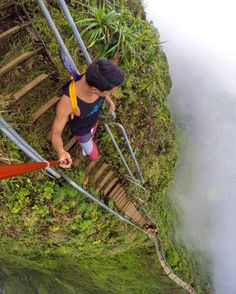 Stairs to Heaven, Oahu, Hawaii Seriously though, that guy is using a selfish stick. I would be holding on for dear life. Places To Travel, Places To See, Wonderful Places, Beautiful Places, Stairs To Heaven, Stairway To Heaven Hawaii, Scary Places, Destination Voyage, Photos Voyages