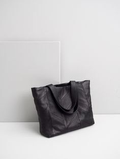 Shopper handbag by Jenna Laine Collection. Available at www.uumarket.fi - UU Market: Home of New Finnish Design.