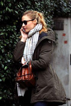 Béatrice Borromeo fait du shopping dans les rues de Milan, le 12 février 2016