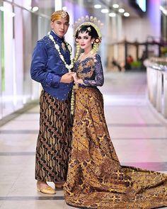 Brides of Indonesia ( Javanese Wedding, Indonesian Wedding, Wedding Poses, Wedding Photoshoot, Wedding Dresses, Foto Wedding, Dream Wedding, Indonesian Kebaya, Kebaya Wedding