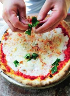 Pizza Margherita - met basisrecept tomatensaus