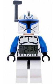 Réveillez-vous avec le Capitaine Rex ! Votre enfant est fan de Star Wars ?offrez-lui ce superbe réveil Lego. L'horloge est totalement réglable et l'heure s'affiche sur un écran LCD rétro-éclairé. Appuyez sur sa tête et la fonction snooze vous permettra de récupérer 5 minutes de plus de sommeil !