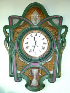Burstyn's home isn't decorated in the Art Deco style, but she does own this nice Art Deco clock. Image by Susan McTigue.
