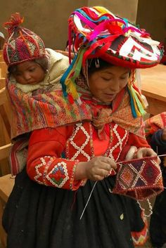 Mother Andean knitter and knitting with baby on back, wearing chullo hand-knit cap_peru. We Are The World, People Around The World, Folk Costume, Costumes, Foto Picture, Textiles, Mother And Child, World Cultures, Baby Wearing