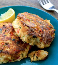 Melt-in-your-mouth crab cakes are easier to make than you think! With this simple recipe, you'll never long for a trip to the local seafood joint again. Crab Cake Recipes, Fish Recipes, Seafood Recipes, Cooking Recipes, Crab Cakes Recipe Best, Recipies, Lump Crab Meat Recipes, Homemade Crab Cakes, Recipes