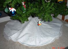 Turn Wedding Dress Into A Christmas Tree Skirt I Want To Try This Great