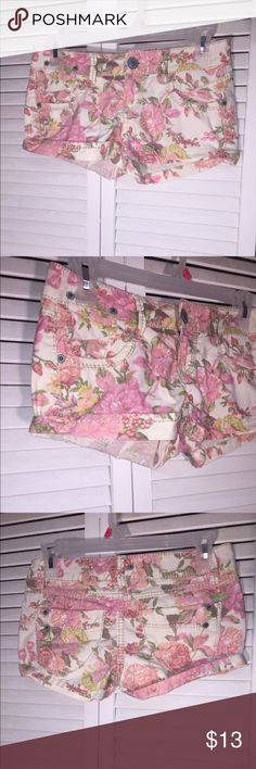 Rue 21 Floral Cuffed Mini Shorts BRAND: RUE 21