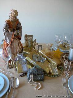 Tenia ganas hace tiempo de decorar una mesa  para el dia de los Reyes Magos  y este año se han dado las circunstancias adecuadas. Asi que, o...