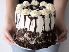 This cake is the perfect blend of ice cream, oreos, and lots and lots of chocolaty goodness!