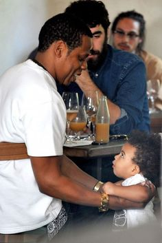 """Jay Z and Baby Blue Ivy. she gives him 'that look"""" OMG adorable 😍😍😍 Jay Z Blue, King B, Blue Ivy Carter, Carter Family, Mrs Carter, Cinema, Fathers Love, Black Fathers, Beyonce And Jay Z"""