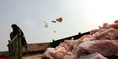 ANCIENT GREEK PRODUCTS : Το πολυτελές ροζ αλάτι Ιμαλαΐων «βάφεται» με το αί...