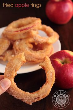 Fried Apple Rings with SweeTango apples Je suis alimentageuse Apple Recipes, Fall Recipes, Sweet Recipes, Holiday Recipes, Vegetarian Kids, Vegetarian Recipes, Cooking Recipes, Vegan Sweets, Vegan Snacks