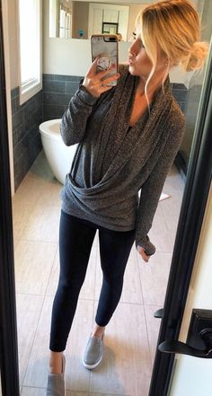 Amazing Casual Fall Outfits You Need to Cop This Week. Get encouraged with your. casual fall outfits for women Black Women Fashion, Latest Fashion For Women, Look Fashion, Autumn Fashion, Current Fashion Trends, Feminine Fashion, Grey Fashion, Grunge Fashion, 80s Fashion