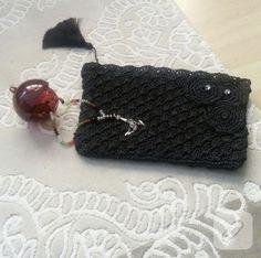Kağıt ipten tığ işi çantalar hem şık ve farklı hem de çok kullanışlı. kağıt ip ve 4,5 numara tığ ile örülmüş portföy çantalar, tığ işi clutch ve cüzdan modelleri 10marifet.org'da
