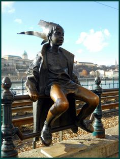 'Little Princess' statue - photo by sisy, via indafoto  (Budapest, Hungary?)