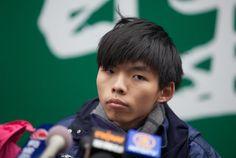 """""""Movimiento estudiantil fue traicionado por la oposición sobornada por el gobierno"""",declara Joshua Wong en Hong Kong"""
