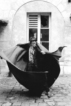 bonewhitemare:  Tom Waits Photo by Guido Harari