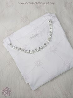DIY: Camiseta con perlas | Bordado fácil – Nocturno Design Blog Design Blog, Projects To Try, Throw Pillows, Sun, Pearl Embroidery, T Shirts, Patterns, Nocturne, Toss Pillows