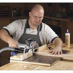 Woodworking Equipment Accurate-Alignment biscuit-Joiner Jig Woodworking Plan from WOOD Magazine Woodworking Images, Woodworking Jigsaw, Woodworking Power Tools, Woodworking School, Woodworking Equipment, Learn Woodworking, Woodworking Techniques, Woodworking Furniture, Woodworking Plans