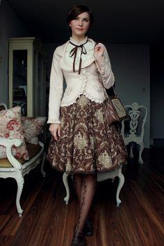 lolita in chocolate print 40s Fashion, Lolita Fashion, Modest Fashion, Couture Fashion, Fashion Models, Vintage Fashion, Fashion Outfits, Witch Fashion, Visual Kei