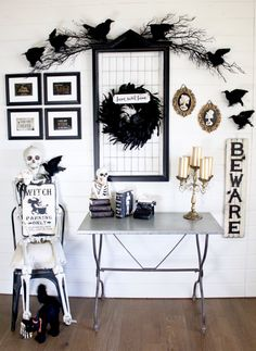 DIY Crafts : DIY Halloween Decorations for the indoors that are perfectly spooky! Just the right amount of cute and scary. Everything is from Michaels! Halloween Wall Decor, Spooky Decor, Diy Halloween Decorations, Halloween House, Thanksgiving Decorations, Fall Halloween, Happy Halloween, Halloween 2018, Halloween Ideas