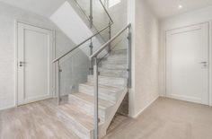 Pintakäsittelyt | TaloTalo | Rakentaminen | Remontointi | Sisustaminen | Suunnittelu | Saneeraus #pintakäsittely #portaikko #surfacefinish #staircase #effectwall #talotalo