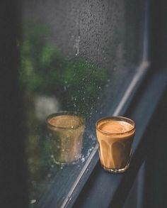 Coffee Rainy Day Photography, Rain Photography, Coffee Photography, Creative Photography, Cocktail Photography, Rain And Coffee, Coffee Love, Coffee Art, Rainy Wallpaper