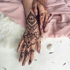 Image about beauty in Henna Henna Arm Tattoo, Henna Tattoo Designs Arm, Henna Art, Mehndi Designs, Hand Tattoos, Arabic Henna, Tattoo Ink, Sleeve Tattoos, Tatoos