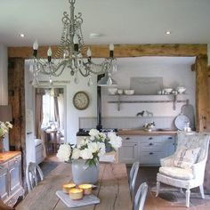 Pin by v n on Shabby Chic-Schlafzimmer in 2019 Kitchen Interior, Interior, Country Dining, Home Decor, House Interior, Cottage Interiors, French Interior Style, Cottage Kitchens, Kitchen Style