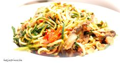 Koolhydraatarm: Courgettespaghetti met zongedroogde tomaten, paddenstoelen en spinazie Healthy Pastas, Healthy Recipes, Healthy Food, Quinoa Sushi, Gluten Free Dinner, How To Eat Less, Skinny Recipes, Food Inspiration, Clean Eating