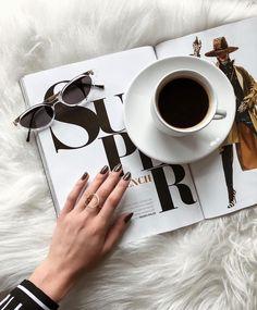 Agatha O I flat lay, coffee, nails, fashion. Flatlay Instagram, Foto Instagram, Classy Aesthetic, Aesthetic Photo, Aesthetic Coffee, Aesthetic Style, Aesthetic Outfit, Coffee Photography, Jewelry Photography