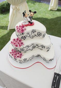 Of kies eens voor een andere vorm taart #bruidstaart #weddingcake Cake, Desserts, Tailgate Desserts, Deserts, Kuchen, Postres, Dessert, Torte, Cookies