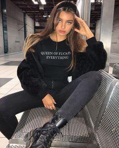 Look esportivo, roupa esportiva, street style.Guita Moda: Sportswear com Gigi Hadid Mode Outfits, Trendy Outfits, Winter Outfits, Fashion Outfits, Fashion Ideas, Fashion Clothes, Spring Outfits, Fashion Trends, Fashion Tips