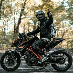 10 stunning car pictures japstyle motorcycle biker babe leather jacket and jeans oot wiwt dapper women rebel Triumph Motorcycles, Indian Motorcycles, Custom Motorcycles, Scrambler Custom, Female Motorcycle Riders, Motorcycle Design, Srt8 Jeep, Mopar, Moto Bike