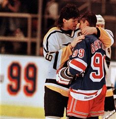 Jagr talks with Gretzky after Jagr scored the overtime goal to beat the Rangers in Gretzkys last game Sunday, April 1999 in Madison Square Garden in New York. Gretzky told reporters after the game that he told Jagr he was passing the torch to him. Rangers Hockey, Hockey Mom, Ice Hockey, Hockey Stuff, Nhl Games, Hockey Games, New York Rangers, Hockey Pictures, Hockey World