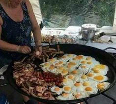 When grandma finds out you haven't eaten in 5 minutes is part of Camping meals - Post with 2865 votes and 71003 views Tagged with Funny; Shared by Nodyarb When grandma finds out you haven't eaten in 5 minutes Fire Cooking, Cast Iron Cooking, Outdoor Cooking, Outdoor Oven, Dutch Oven Cooking, Campfire Food, Camping Meals, Camping Recipes, Tent Camping Beds