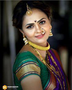 प्रतिमेत याचा समावेश असू श्ाकतो: एक किंवा अधिक लोक आणि जवळून Marathi Saree, Marathi Bride, Marathi Nath, Marathi Wedding, Beautiful Girl Indian, Beautiful Girl Image, Stylish Girls Photos, Girl Photos, Close Up