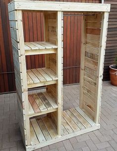 Pallet Furniture Projects Keeping in mind the ideas we have gathered here, whoever starts reshaping the wooden pallets will end up in awesome accomplishments which every visitor will praise. Either a person wants to decorate…More Wooden Pallet Projects, Wooden Pallet Furniture, Wooden Pallets, Wooden Diy, Wooden Pallet Shelves, Diy Furniture With Pallets, Pallet Diy Decor, Pallet Bedroom Furniture, Pallet Ideas For Bedroom