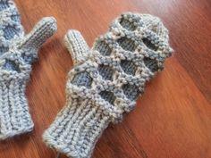 Ravelry: Kids Newfoundland Mittens pattern by Amanda Whiting Free Baby Patterns, Loom Patterns, Baby Knitting Patterns, Free Pattern, Creative Knitting, Knitting For Kids, Free Knitting, Knitting Projects, Knitting Ideas