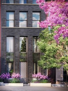 These pricey townhouses will rise next to a landmarked Cobble Hill building Architecture de maison de ville Modern Residential Architecture, Brick Architecture, Classical Architecture, London Architecture, Chinese Architecture, Architecture Office, Futuristic Architecture, Townhouse Exterior, Modern Townhouse