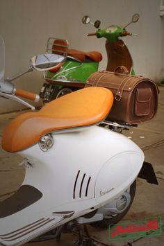 Topcase leather for modern vespa installed at vespa 946