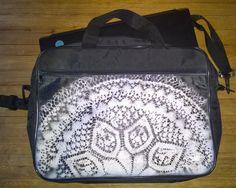 Revamped promotional bag. Spraypaint and old doily - Stpraymaalilla tuunattu läppärilaukku vanhasta mainoskassista - Tuunausta ja tekeleitä