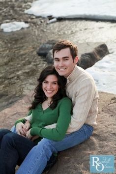 Engagement, Colorado, Photography, What to wear for your engagement pictures, Cute couple, sitting pose, great smiles