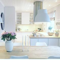 G O A L / / I've been working so hard to achieve this look by June (I always have to set a goal) this is so pretty and homely! #kitchengoals . . . . #newkitchen #goals #interior #interiordecor #kitchen #kitchendesign #myhome #myhomestyle #iwant #kitcheninspo #decor #lovethis #iwant #workinghard #workinghardforit #iwant #yesplease