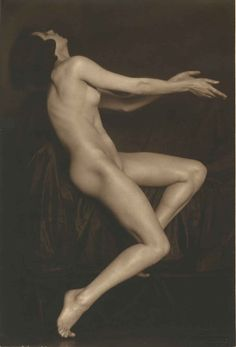 Trude Fleischmann – Nude study of the dancer Claire Bauroff, Vienna, 1925