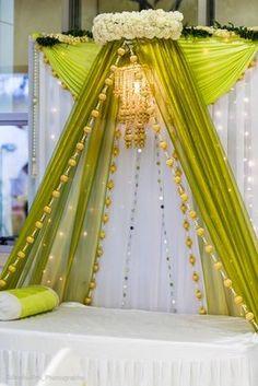 Wedding decoracion stage indian mehndi decor 33 Ideas for 2019 Desi Wedding Decor, Wedding Hall Decorations, Marriage Decoration, Backdrop Decorations, Indian Wedding Theme, Wedding Ideas, Budget Wedding, Wedding Themes, Diy Wedding
